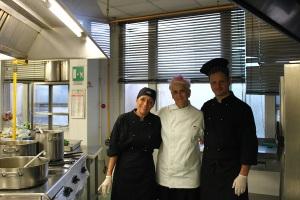 Fmenu_Cristina Bowerman e cuochi mensa
