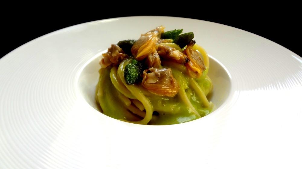 spaghettoni vongole veraci, asparagi, limone