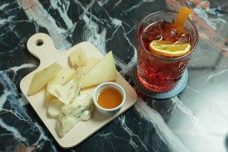 COCKTAIL-LO ZIO D_AMERICA_ Campari, vermouth rosso, soda al ginepro e camomilla