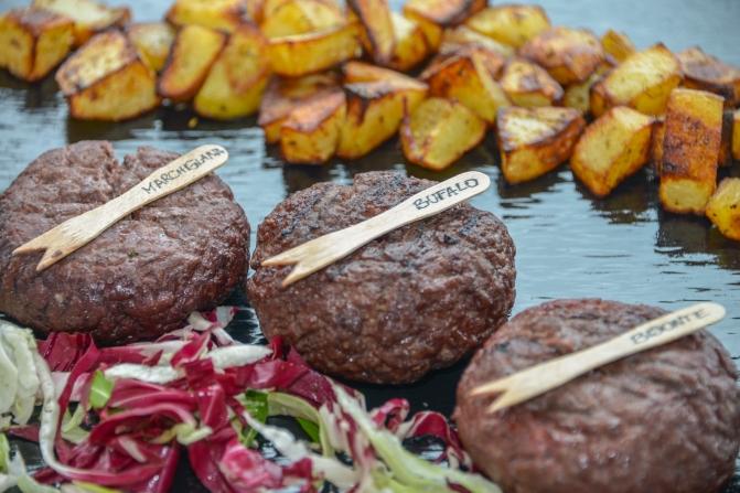 Trilogia di Chiancamburger 220gr Bisonte Italiano, Vitello Marchigiano, Bufalo con patate al forno