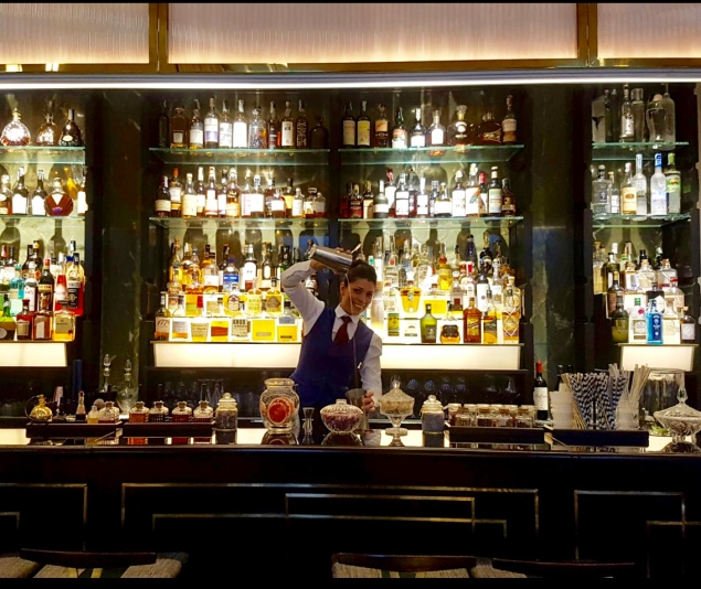 Magdalena Rodriguez Bar Lady In Salotto- Hotel Vilòn